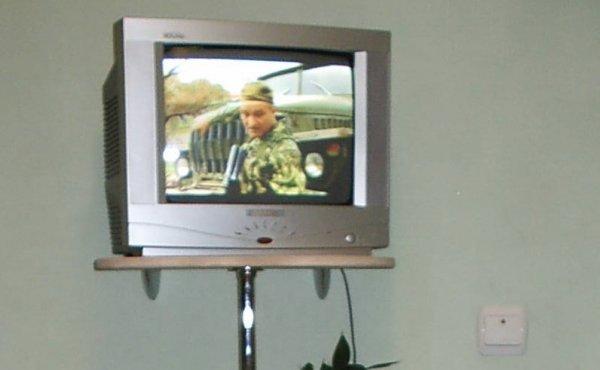 Угловая полка под телевизор своими руками