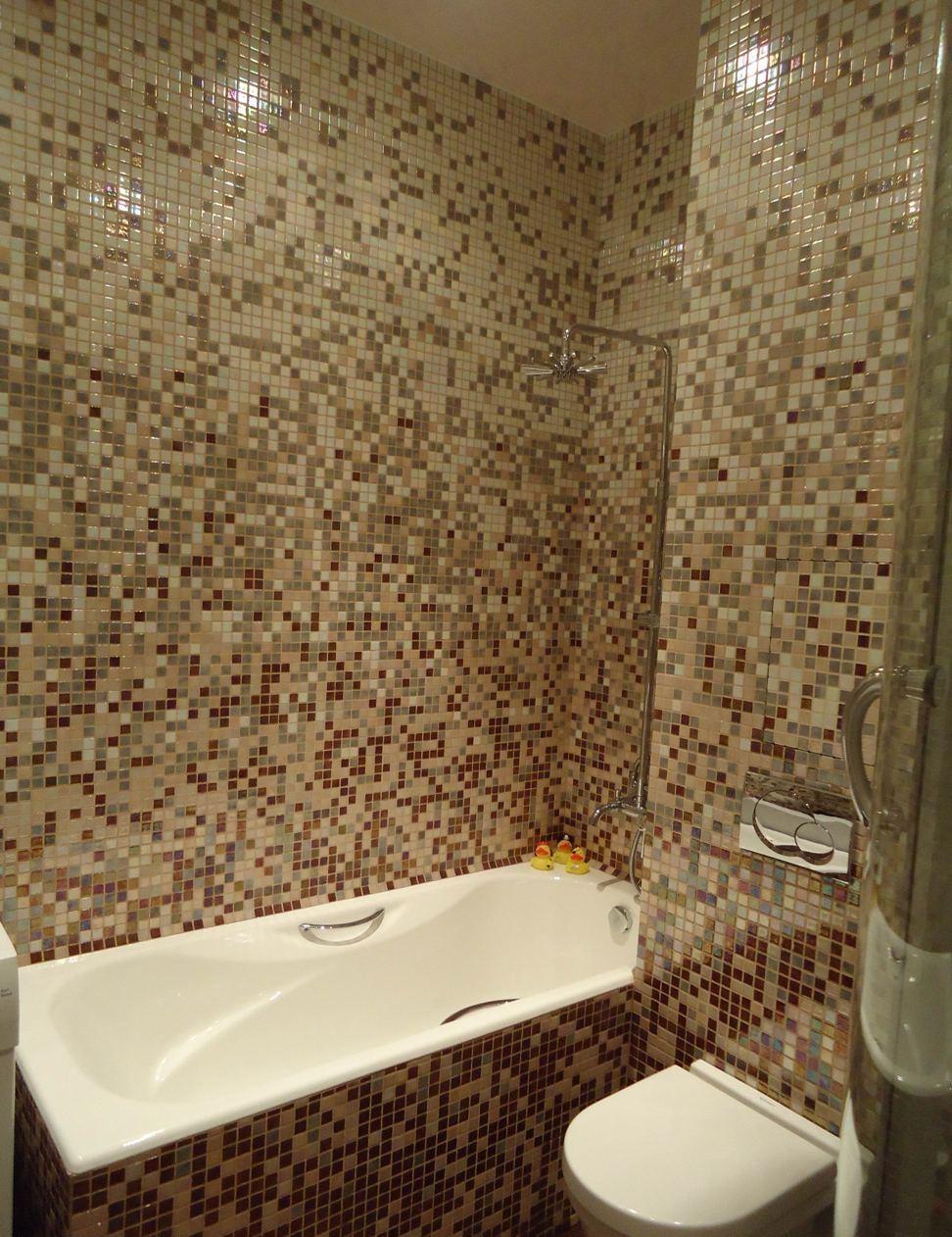 Дизайн ванны в хрущёвке мозаикой