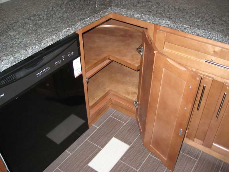 Как сделать угловую дверь шкафу