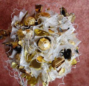 Как сделать красивый топиарий из конфет