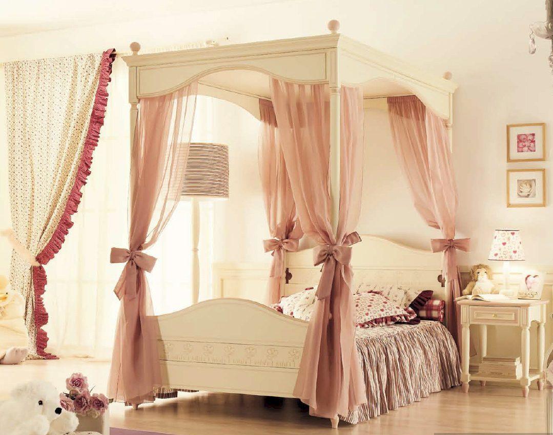 Кровати с балдахинами и пологами в интерьере комнат