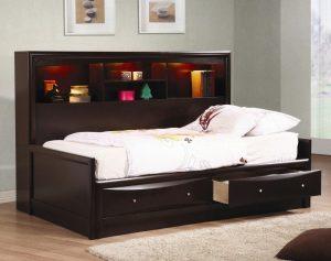 Кровати с ящиками для хранения в интерьере комнат