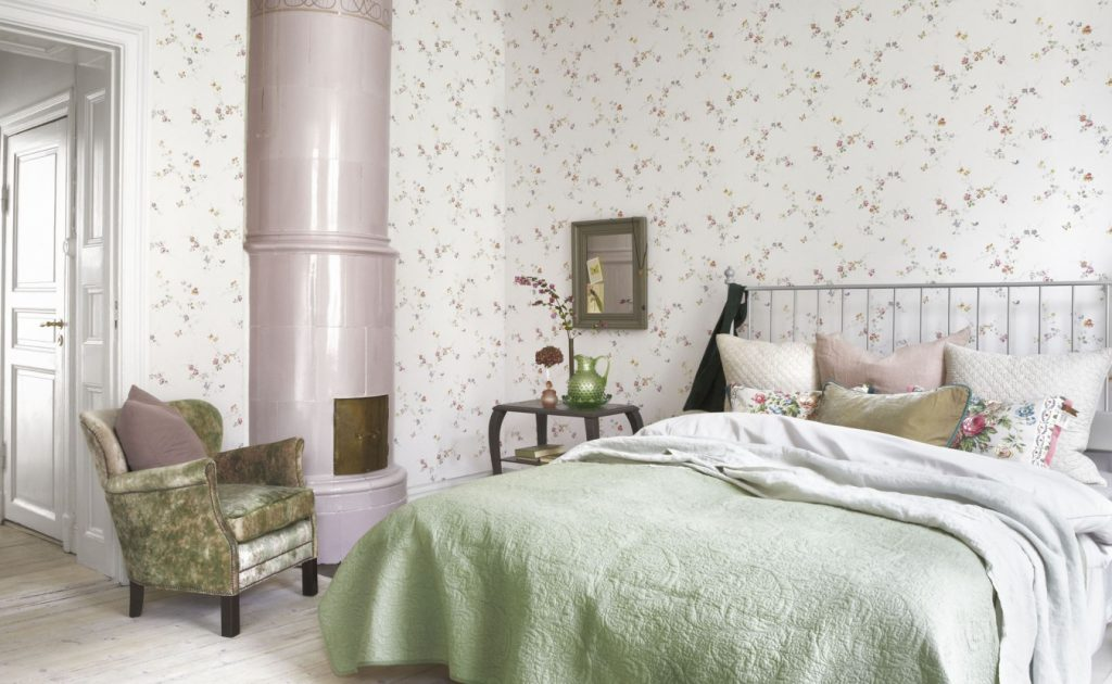 Обои с цветами в интерьере комнат