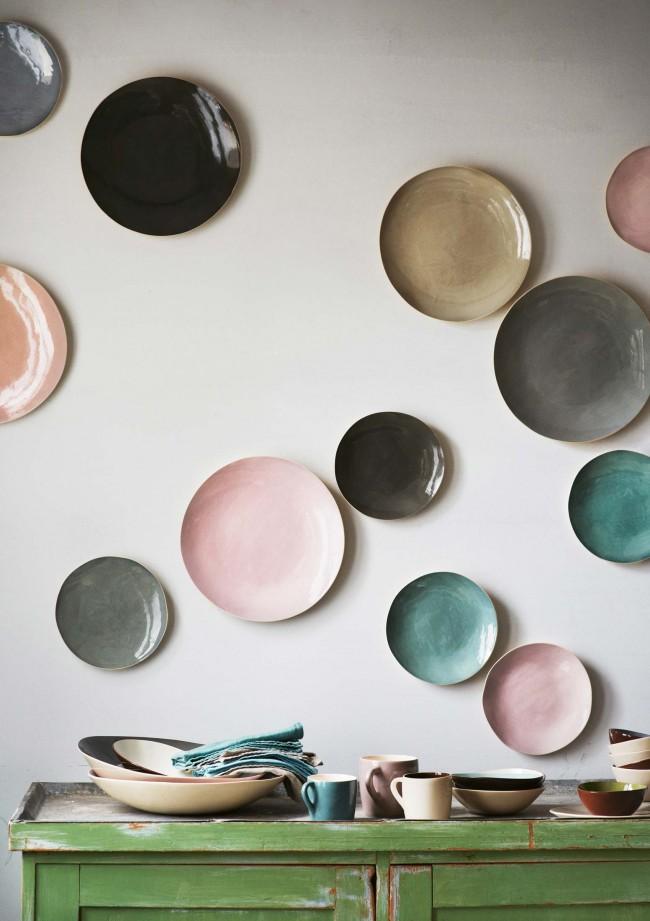 Какие декоративные тарелки на стену лучше использовать в интерьере?