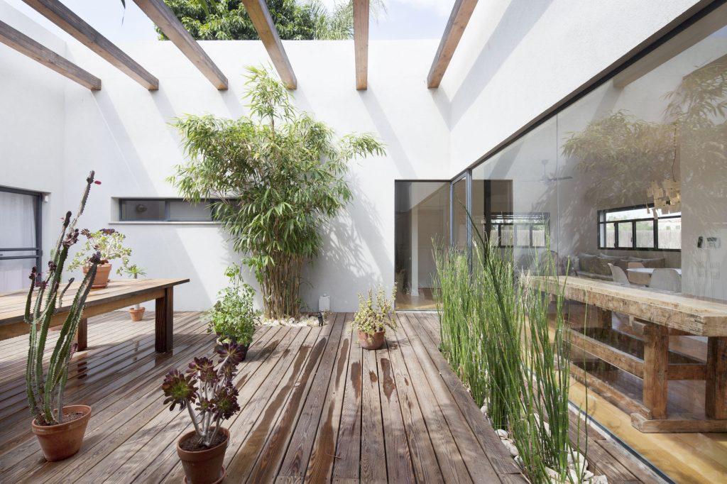 Загородный дом с патио: особенности составления проекта и варианты красивого дизайна