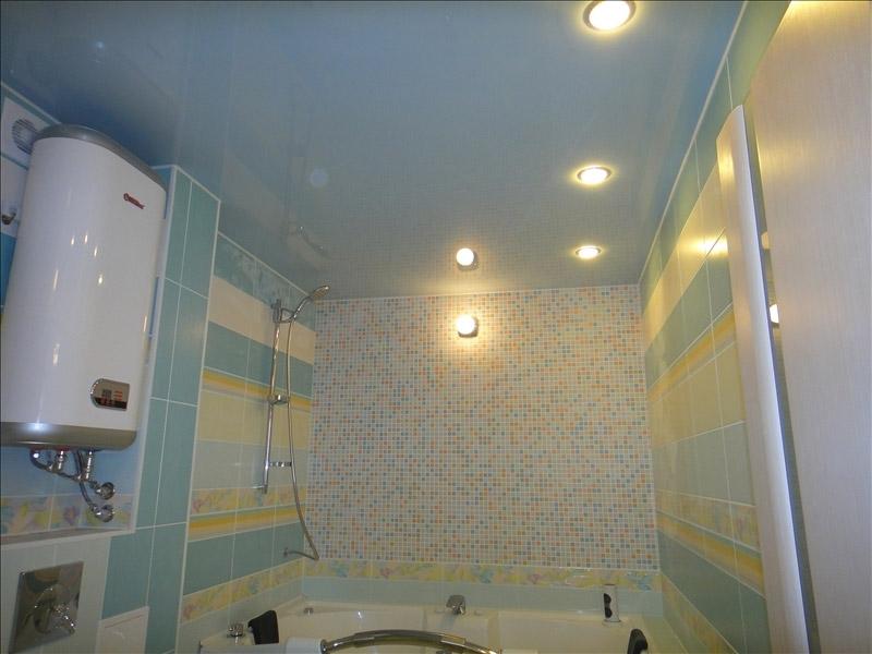 Идеи и советы дизайнеров по созданию и оформлению натяжных потолков в ванной комнате и туалете